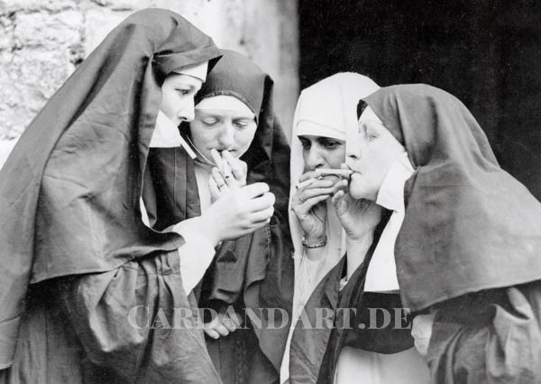Women dressed as nuns - Postkarte
