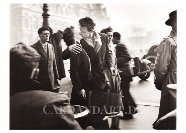 Robert Doisneau - Kiss by the Hotel De Ville - Postkarte
