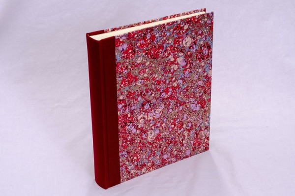 """Fotoalbum gebunden mit Florentiner Papier """" Lapis Rosso """" 25,5 x 21,5 cm"""
