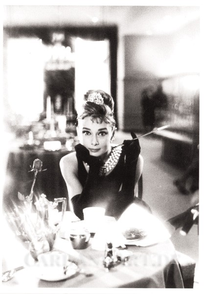 Audrey Hepburn Breakfast at Tiffany´s - Postkarte