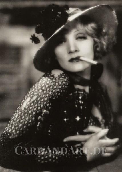 Marlene Dietrich in Blonde Venus - Postkarte
