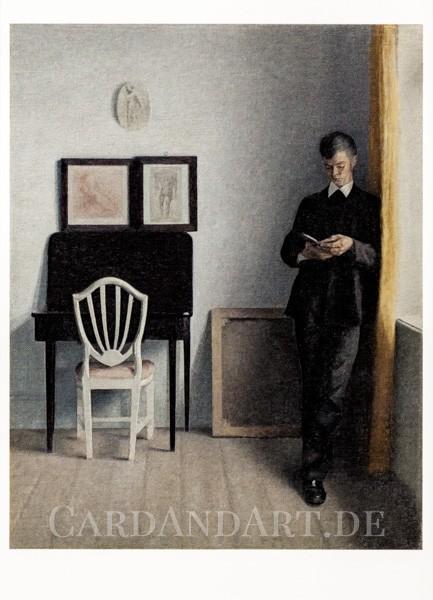Hammershoi: Interieur mit lesendem jungen Mann - Postkarte